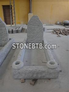 white marble headstone with kerbs